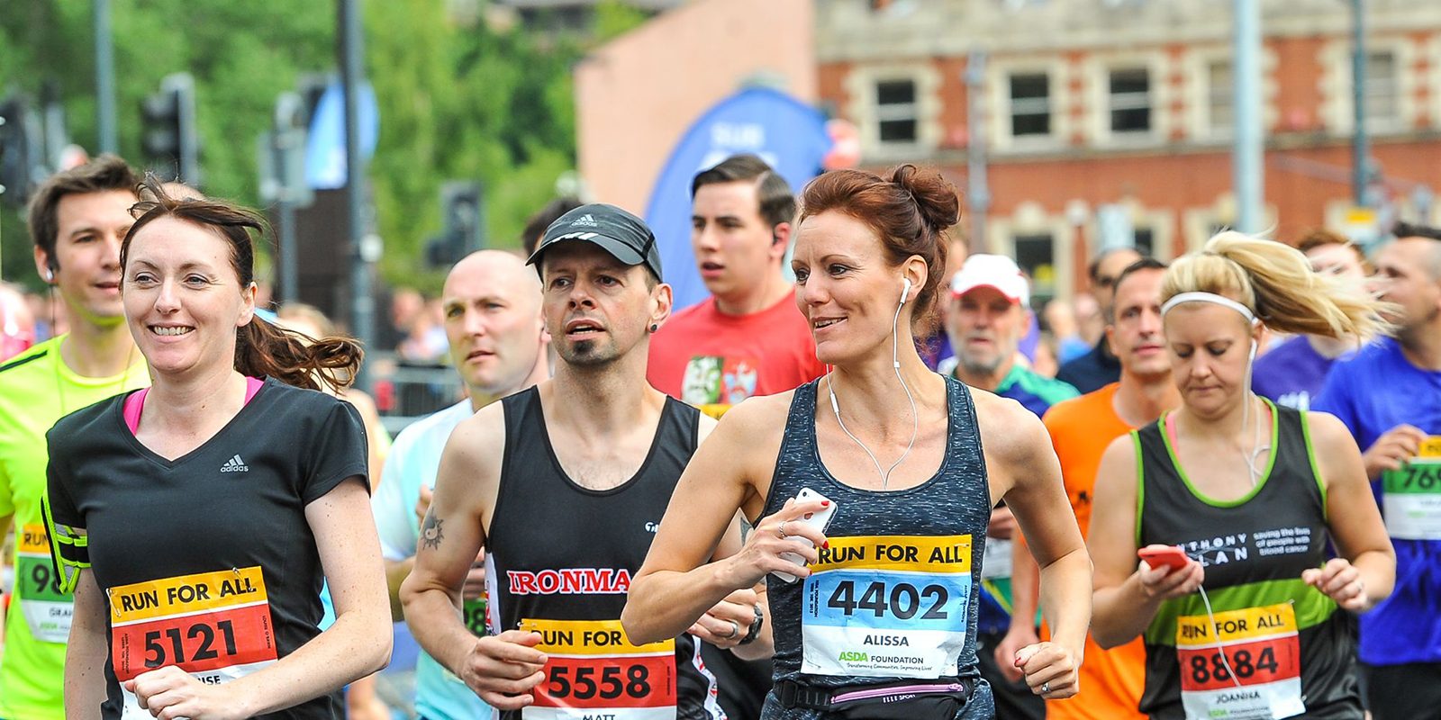 people running the Northampton half marathon