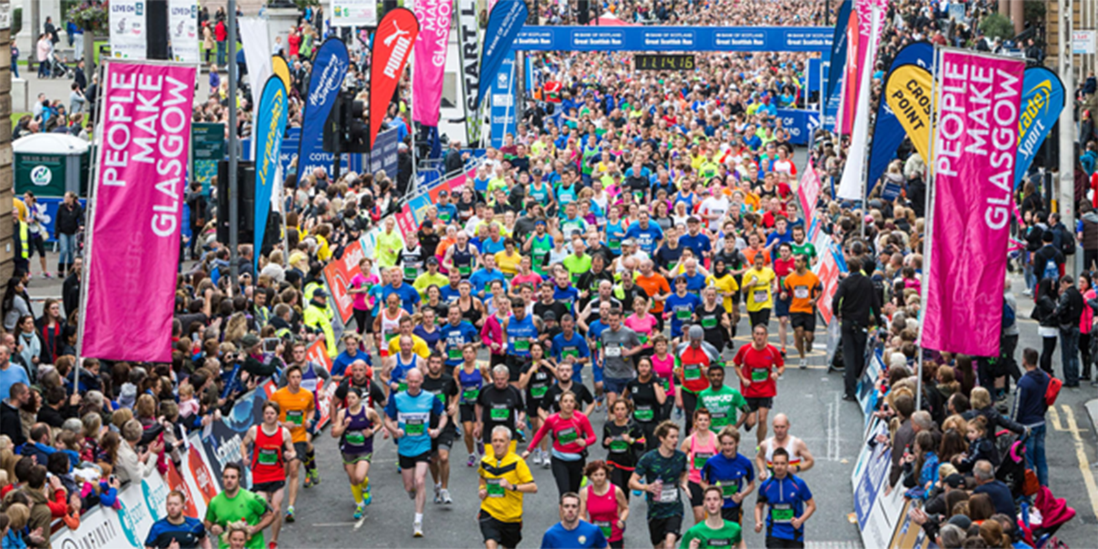 crowd of runners at the Scottish 10k